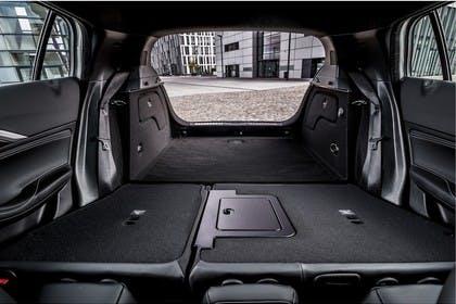 Infiniti QX30 Innenansicht statisch Kofferraum Rücksitze umgeklappt