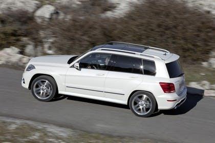 Mercedes Benz Aussenansicht Seite schräg dynamisch weiß