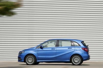 Mercedes B-Klasse W246 Aussenansicht Seite statisch blau