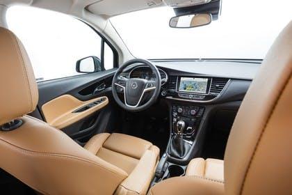 Opel Mokka X Innenansicht zentral Studio statisch braun