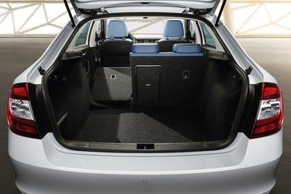 Skoda Rapid Limousine NH Innenansich Kofferraum Rücksitze 1/3 umgeklappt