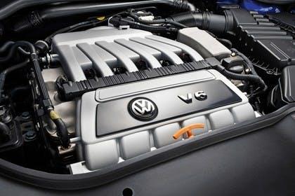 VW Golf 5 R32 Fünftürer Aussenansicht statisch Detail Motor