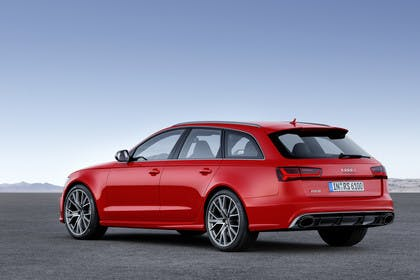 Audi RS6 Avant C7 Aussenansicht Heck schräg statisch rot