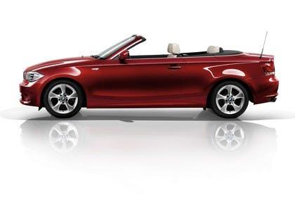 BMW 1er Cabriolet E88 LCI Aussenansicht Seite statisch Studio rot