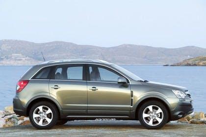 Opel Antara L-A Aussenansicht Seite statisch grün