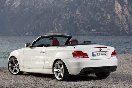 BMW 1er Cabriolet E88 LCI Aussenansicht Heck schräg statisch weiss
