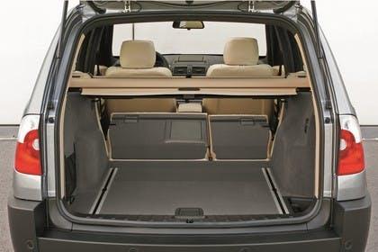 BMW X3 E83 Innenansicht statisch Kofferraum Rücksitze umgeklappt