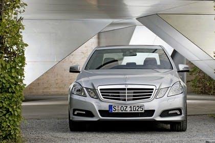 Mercedes E-Klasse W212 Aussenansicht Front statisch silber