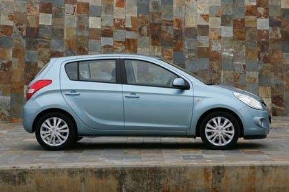 Hyundai i20 Aussenansicht Seite statisch hellblau