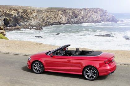 Audi A3 8V Cabrio Aussenansicht Seite statisch rot