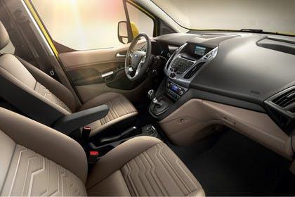 Ford Tourneo Connect PJ2 Innenansicht Armaturenbrett und Vordersitze beifahrerseitig