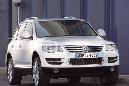 VW Touareg 7L Facelift Aussenansicht Front schräg statisch weiss