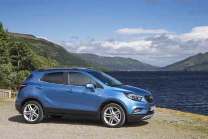 Opel Mokka X Aussenansicht Seite statisch blau
