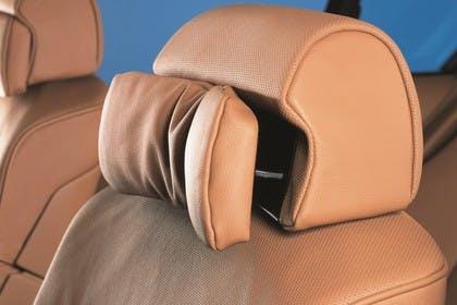 BMW 7er Limousine E65 LCI Innenansicht statisch Studio Detail Kopfstütze Fahrersitz