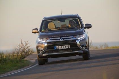 Mitsubishi Outlander CWO Aussenansicht Front dynamisch braun