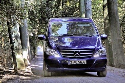 Mercedes-Benz Viano Marco Polo 639 Aussenansicht Front schräg dynamisch blau