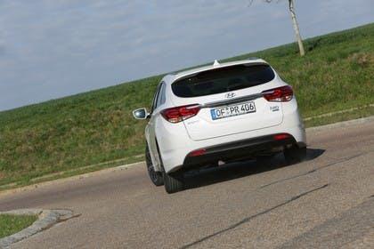 Hyundai i40 Kombi YF Aussenansicht Heck schräg dynamisch weiß