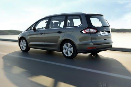 Ford Galaxy WA6 Aussenansicht Seite schräg dynamisch grau