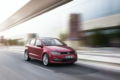 VW Polo 6R Facelift Fünftürer Aussenansicht Front schräg dynamisch rot