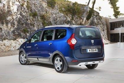 Dacia Lodgy Stepway SD Aussenansicht Heck schräg statisch blau