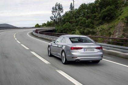 Audi A5 Coupe Aussenansicht Heck schräg dynamisch silber
