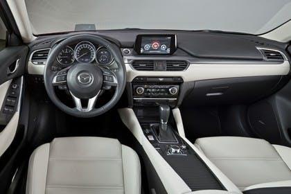 Mazda 6 Kombi GJ Innenansicht statisch Studio Vordersitze und Armaturenbrett fahrerseitig