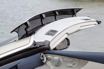 Mercedes-Benz E-Klasse Cabriolet A238 Aussenansicht Seite schräg erhöht Detail Windschottsystem AIRCAP