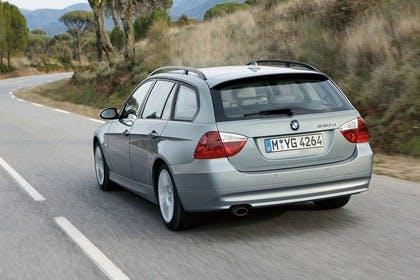 BMW 3er Touring E91 Aussenansicht Heck schräg dynamisch silber