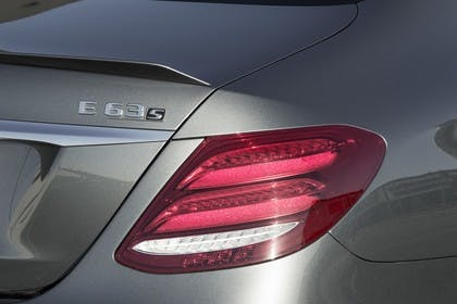 Mercedes-AMG E 63 W213 Aussenansicht Heck Detail statisch Rückleuchte