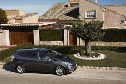 Toyota Prius+ XW30 Aussenansicht Seite schräg statisch dunkelgrau