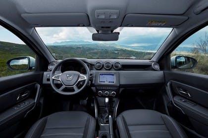 Dacia Duster SR Innenansicht statisch Vordersitze und Armaturenbrett