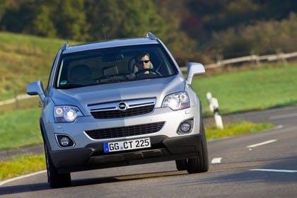 Opel Antara L-A Facelift Aussenansicht Front schräg dynamisch silber