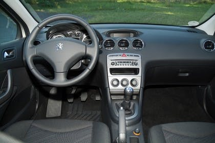 Peugeot 308 SW 4J Innenansicht statisch Vordersitze und Armaturenbrett