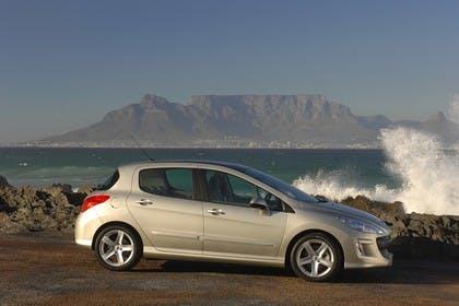 Peugeot 308 Fünftürer Aussenansicht Seite statisch silber