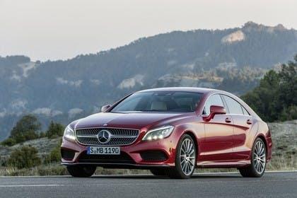 Mercedes-Benz CLS C218 Aussenansicht Front schräg statisch rot