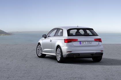 Audi A3 8V Dreitürer Facelift Aussenansicht Heck schräg statisch silber