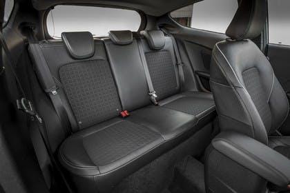 Ford Fiesta JHH Dreitürer Innenansicht statisch Studio Rücksitze beifahrerseitig