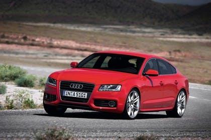 Audi A5 Sportback Aussenansicht Front schräg dynamisch rot