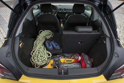 Opel Adam A Innenansicht Koferraum Hälfte umgeklappt statisch gelb