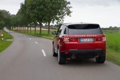 Land Rover Range Rover Sport LW Aussenansicht Heck dynamisch rot