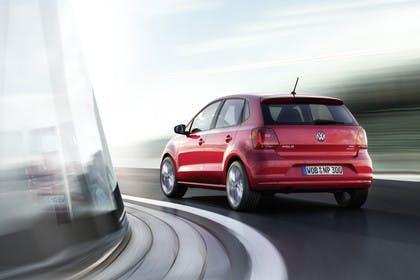 VW Polo 6R Facelift Fünftürer Aussenansicht Heck schräg dynamisch rot