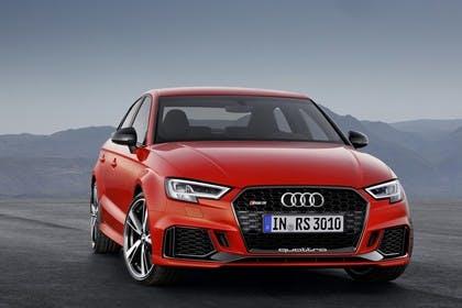 Audi RS3 Aussenansciht Front statisch rot