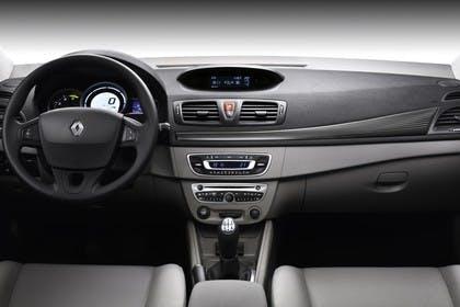 Renault Mégane Coupé Z Innenansicht statisch Studio Vordersitze und Armaturenbrett beifahrerseitig
