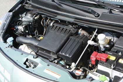 Nissan Pixo HF Aussenansicht Detail Motorraum statisch schwarz