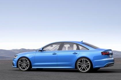 Audi A6 C7 Aussenansicht Seite statisch blau