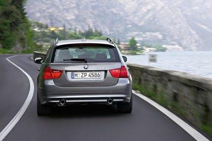 BMW 3er Touring E91 LCI Aussenansicht Heck dynamisch grau