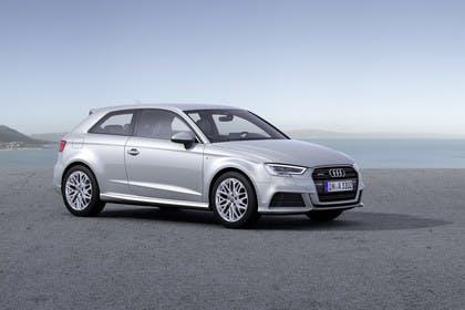 Audi A3 8V Dreitürer Facelift Aussenansicht Front schräg statisch silber