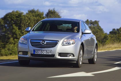Opel Insignia A  AussenansichtFront dynamisch silber