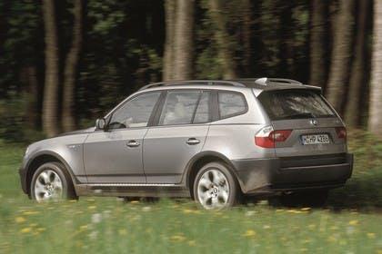 BMW X3 E83 Aussenansicht Seite schräg dynamisch grau