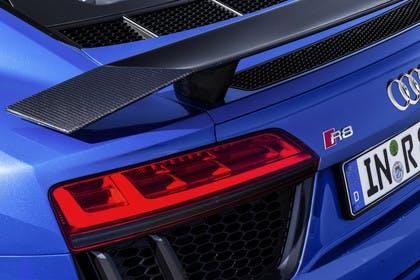 Audi R8 Coupe Aussenansicht Detail Rückleuchte statisch blau